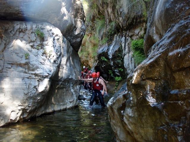 accion-rsc-exploramas-2-limpieza-rio-guadalmina-exploramas-mayo-2014